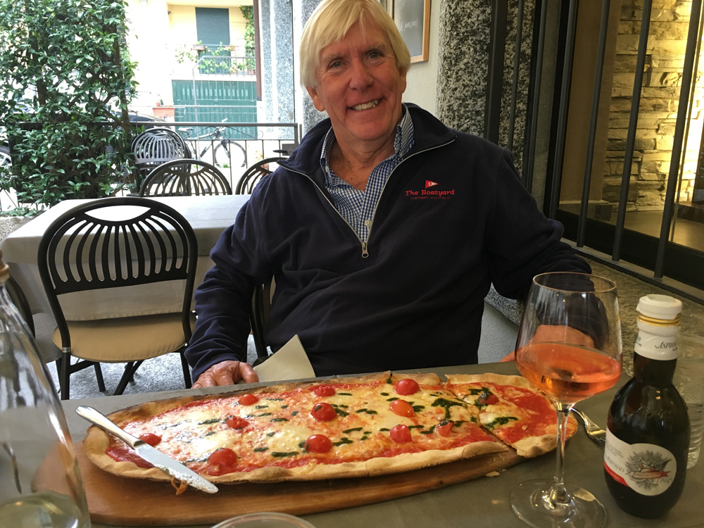 Dick_Franyo_eats_pizza_Lake_Como